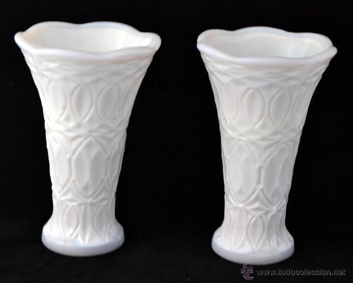 Antigüedades: PAREJA DE JARRONES DE CRISTAL OPALINO * JUEGO DE 2 FLOREROS DE OPALINA * MILK GLASS - Foto 2 - 53117145