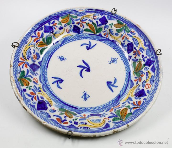 GRAN PLATO DE MANISES FIRMADO SIGLO XIX. 34 CM DIÁMETRO. EN BUEN ESTADO SIN PELOS (Antigüedades - Porcelanas y Cerámicas - Manises)