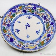 Antigüedades: GRAN PLATO DE MANISES FIRMADO SIGLO XIX. 34 CM DIÁMETRO. EN BUEN ESTADO SIN PELOS. Lote 53117211