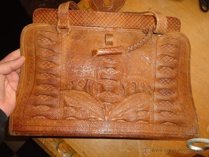 Antigüedades: espectacular bolso labrado señora o caballero cuero repujado trenzado antiguo original ver fotos - Foto 2 - 53119417