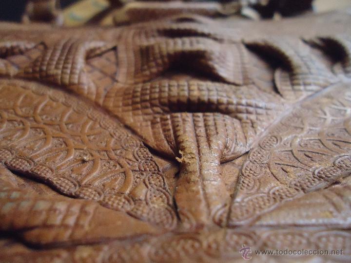 Antigüedades: espectacular bolso labrado señora o caballero cuero repujado trenzado antiguo original ver fotos - Foto 8 - 53119417