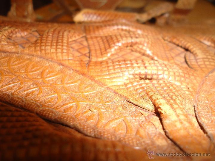 Antigüedades: espectacular bolso labrado señora o caballero cuero repujado trenzado antiguo original ver fotos - Foto 9 - 53119417