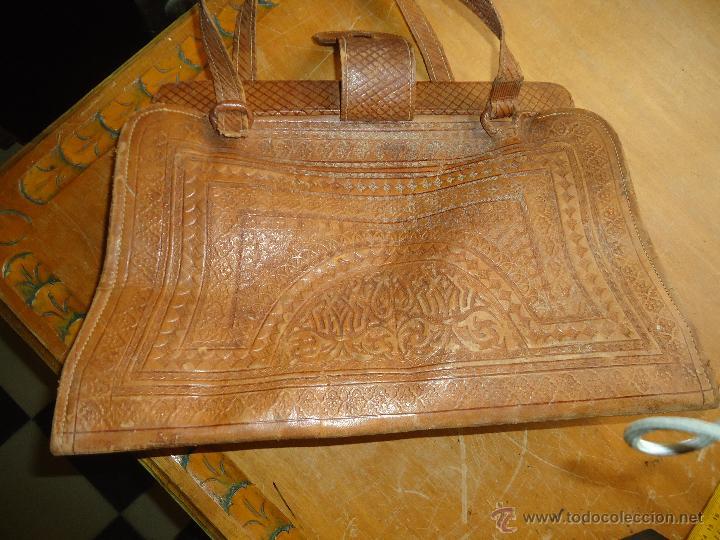 Antigüedades: espectacular bolso labrado señora o caballero cuero repujado trenzado antiguo original ver fotos - Foto 10 - 53119417