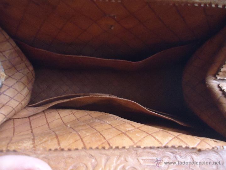 Antigüedades: espectacular bolso labrado señora o caballero cuero repujado trenzado antiguo original ver fotos - Foto 16 - 53119417
