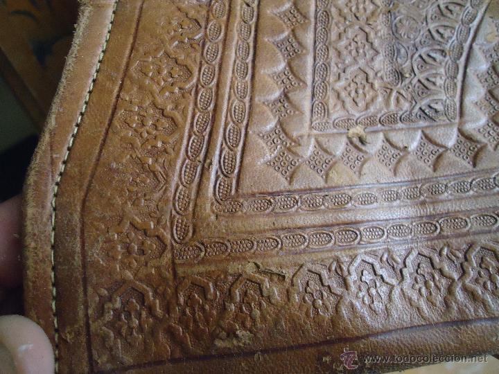 Antigüedades: espectacular bolso labrado señora o caballero cuero repujado trenzado antiguo original ver fotos - Foto 20 - 53119417
