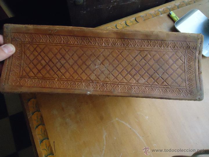 Antigüedades: espectacular bolso labrado señora o caballero cuero repujado trenzado antiguo original ver fotos - Foto 22 - 53119417