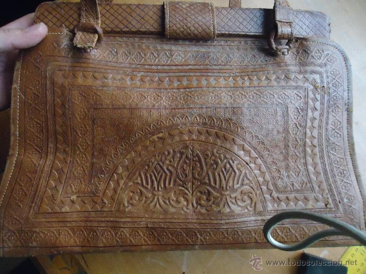 Antigüedades: espectacular bolso labrado señora o caballero cuero repujado trenzado antiguo original ver fotos - Foto 24 - 53119417