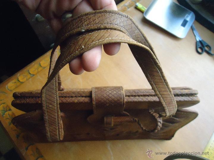 Antigüedades: espectacular bolso labrado señora o caballero cuero repujado trenzado antiguo original ver fotos - Foto 25 - 53119417