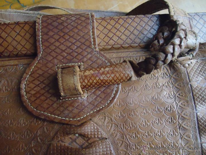 Antigüedades: espectacular bolso labrado señora o caballero cuero repujado trenzado antiguo original ver fotos - Foto 26 - 53119417