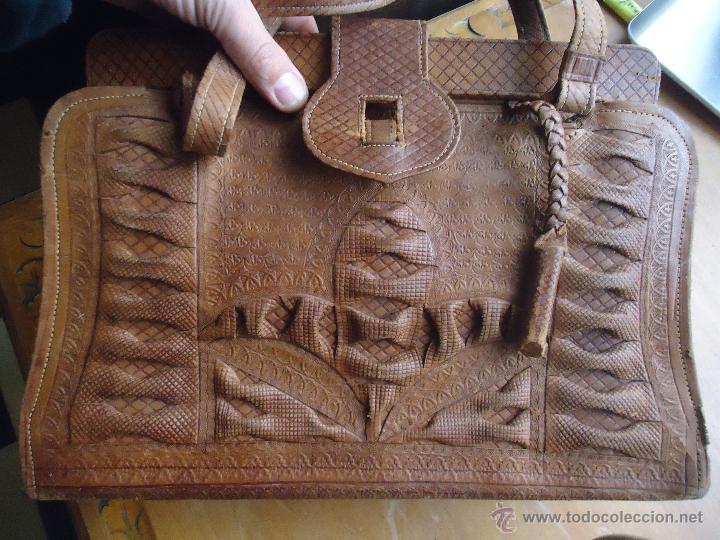 Antigüedades: espectacular bolso labrado señora o caballero cuero repujado trenzado antiguo original ver fotos - Foto 29 - 53119417