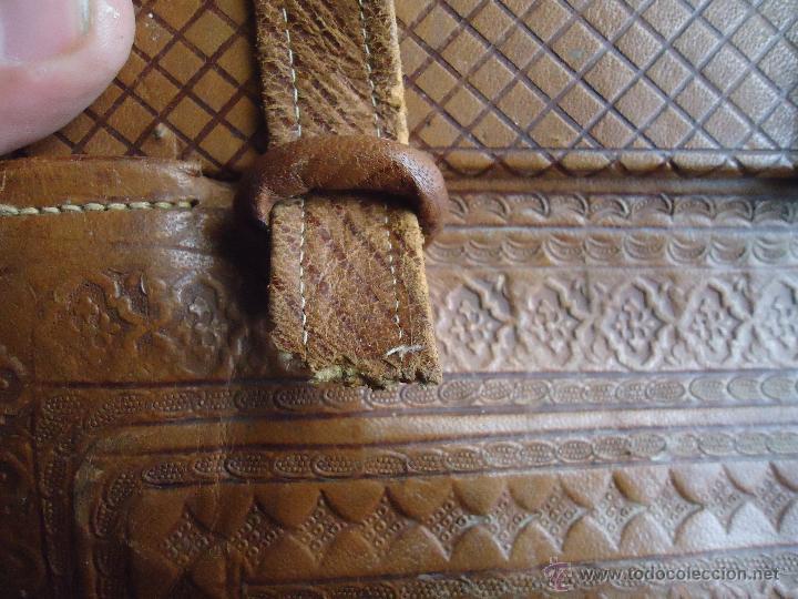 Antigüedades: espectacular bolso labrado señora o caballero cuero repujado trenzado antiguo original ver fotos - Foto 30 - 53119417