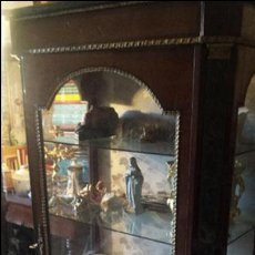 Antigüedades: EXPECTACULAR VITRINA ANTIGUA. Lote 53121502