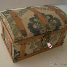 Antigüedades: BAULITO DE MADERA FORRADO DE PAPEL. Lote 53136776