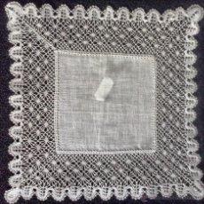 Antigüedades: PAÑUELO DE ENCAJE DE BOLILLOS DE CAMARIÑAS SURTIDO N 25. Lote 203151695