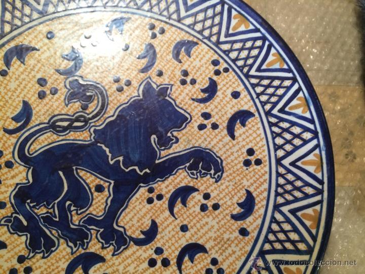 Antigüedades: Antiguo plato de gran tamaño en azul cobalto de Talavera de la Reyna, con león - Foto 6 - 53189584