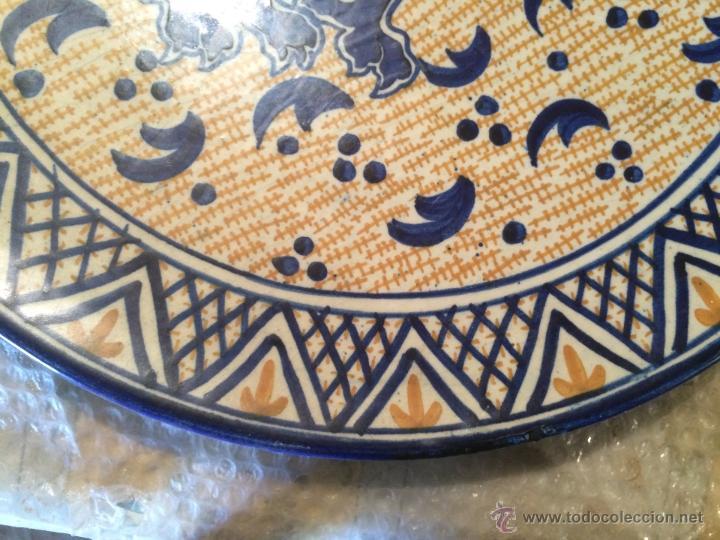 Antigüedades: Antiguo plato de gran tamaño en azul cobalto de Talavera de la Reyna, con león - Foto 8 - 53189584