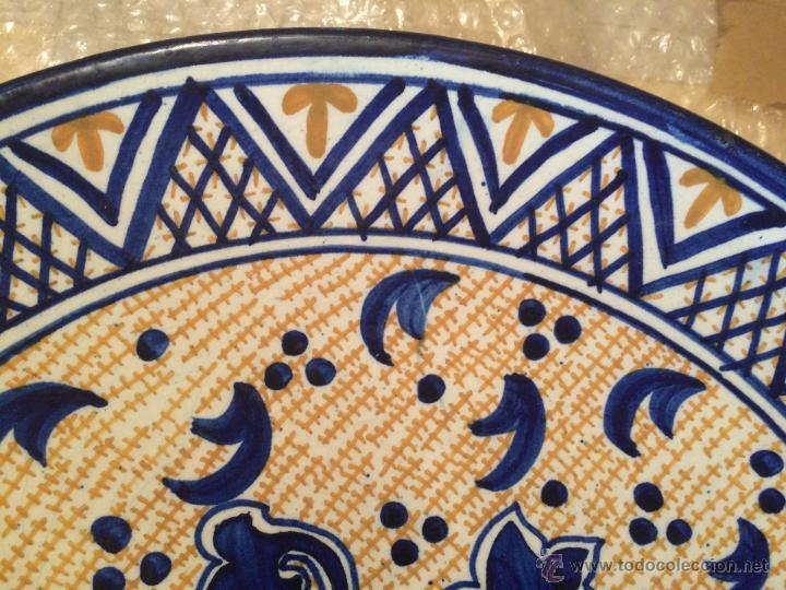 Antigüedades: Antiguo plato de gran tamaño en azul cobalto de Talavera de la Reyna, con león - Foto 10 - 53189584
