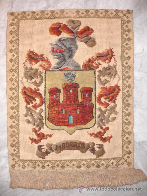REPOSTERO TAPIZ ESCUDO DE LOS MADRAZO. 62X87 FLECOS FORRADO (Antigüedades - Hogar y Decoración - Tapices Antiguos)