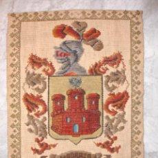 Antigüedades: REPOSTERO TAPIZ ESCUDO DE LOS MADRAZO. 62X87 FLECOS FORRADO. Lote 53194461