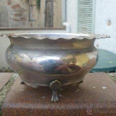 Antigüedades: CENTRO DE MESA - REDONDO CON TRES PATAS DE ALPACA. Lote 53215954