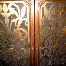 Antigüedades: MUEBLE VITRINA ESTILO MODERNISTA. Lote 53225499