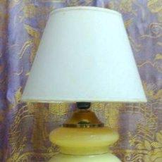 Antigüedades: LAMPARA DE MESA EN OPALINA.. Lote 29755674
