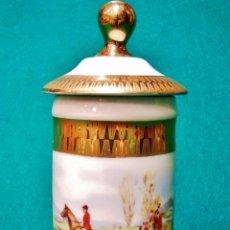 Antigüedades: TARRITO DE CERÁMICA DE LIMOGES PINTADO. 'CABALLOS CON PERROS DE CAZA'. MARCAS EN LA BASE.. Lote 53229738