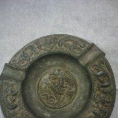 Antigüedades: ANTIGUO CENICERO DE CALAMINA .MUY DECORATIVO.VER IMAGEN DEL CENTRO. Lote 53240457