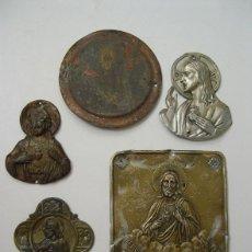 Antigüedades: LOTE DE 5 ANTIGUAS CHAPAS RELIGIOSAS PARA PUERTAS DE ENTRADA. Lote 53246341