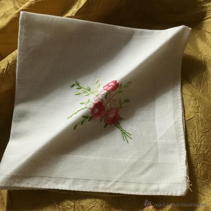Antigüedades: Lote de dos pañuelos de algodón bordado - Foto 3 - 53260664