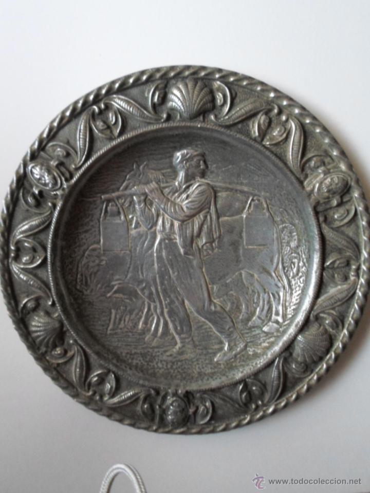 Antigüedades: DOS PLATOS DECORATIVOS DE PARED- ESCENAS MONTAÑESA DE JOSE MARIA PEREDA - AÑOS 40 - Foto 4 - 53278207
