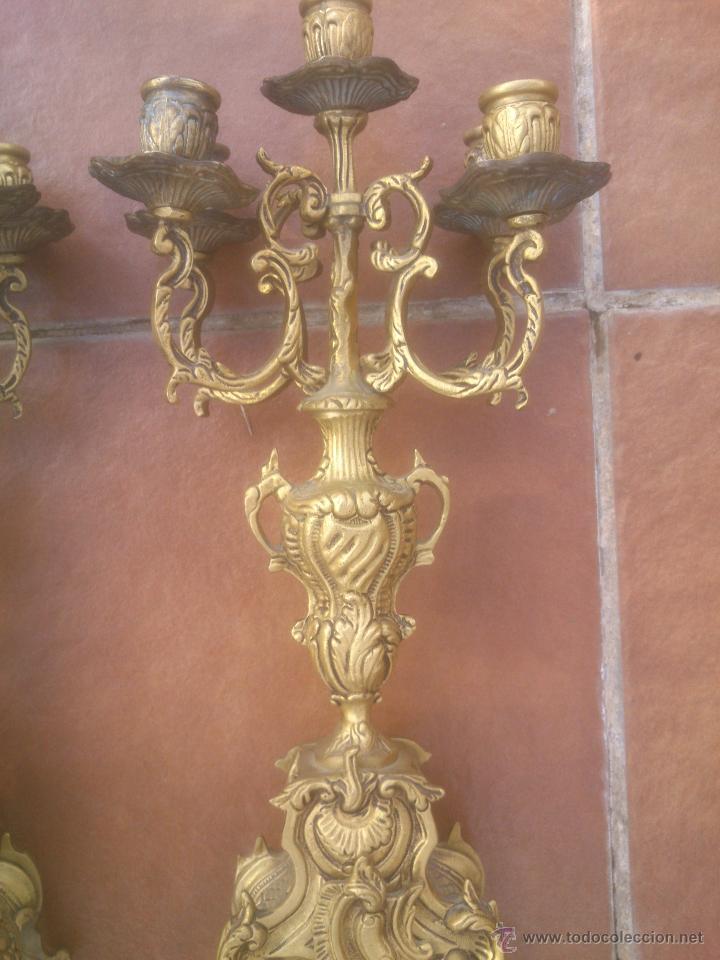 Antigüedades: MARAVILLOSA PAREJA DE CANDELABROS ANTIGUOS BRONCE - Foto 2 - 53291663
