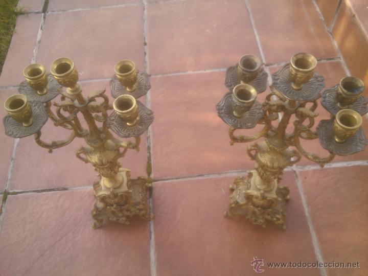 Antigüedades: MARAVILLOSA PAREJA DE CANDELABROS ANTIGUOS BRONCE - Foto 4 - 53291663