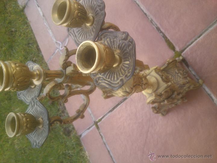 Antigüedades: MARAVILLOSA PAREJA DE CANDELABROS ANTIGUOS BRONCE - Foto 5 - 53291663