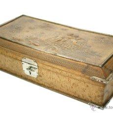 Antigüedades: BELLA CAJA DE CUERO TROQUELADO PARA GUANTES O JOYERO - S. XIX - XX. Lote 53318566