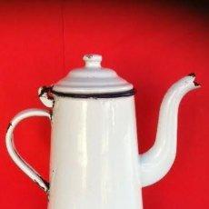 Antigüedades: ANTIGUA CAFETERA METAL Y PORCELANA BLANCA PRINCIPIOS SIGLO PASADO. Lote 53364523