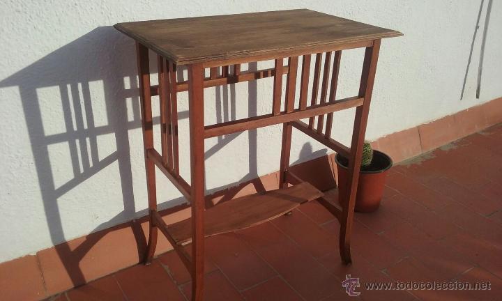 ANTIGUA MESA O MESITA DE NOGAL CON TABLERO DE HAYA 73X60X39 (Antigüedades - Muebles Antiguos - Veladores Antiguos)