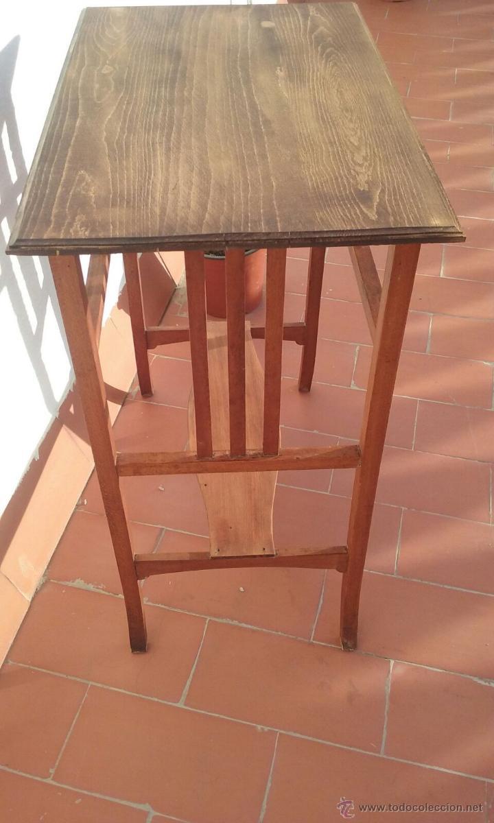 Antigüedades: antigua mesa o mesita de nogal con tablero de haya 73x60x39 - Foto 3 - 118642559