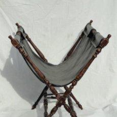 Antigüedades: BONITO REVISTERO DE MADERA Y SKAY O PIEL.. Lote 53374093