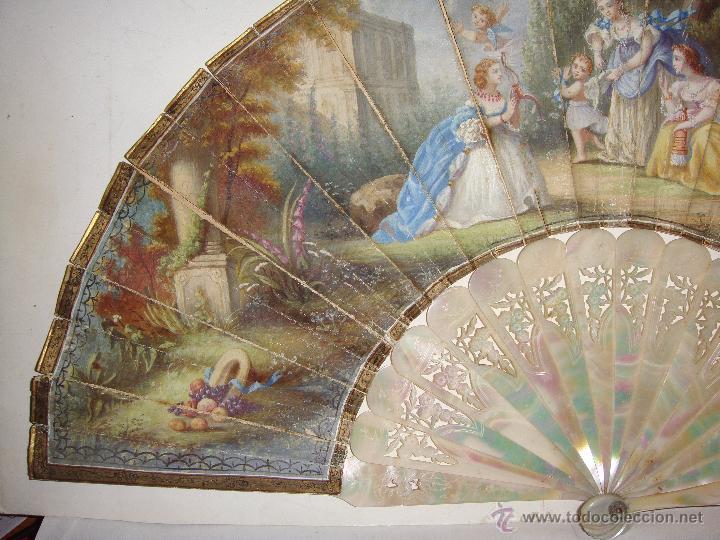 Antigüedades: Antiguo Abanico. S.XIX. Varillaje de Nácar. País pintado y firmado. - Foto 4 - 53374375