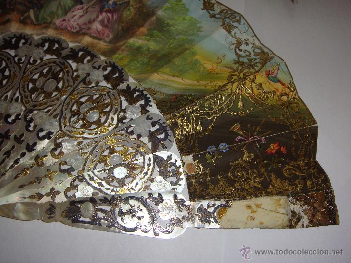 Antigüedades: Antiguo Abanico. S.XIX. Varillaje de Nácar con incrustaciones de Oro y Plata. País pintado a mano. - Foto 3 - 53375077