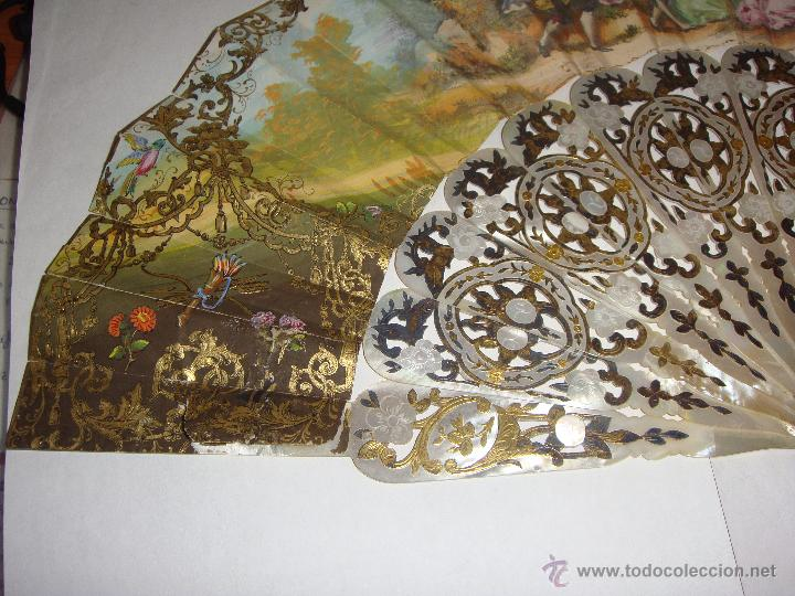 Antigüedades: Antiguo Abanico. S.XIX. Varillaje de Nácar con incrustaciones de Oro y Plata. País pintado a mano. - Foto 5 - 53375077