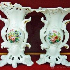 Antigüedades: PAREJA DE FLOREROS DE PORCELANA VIEJO PARIS SIGLO XIX. Lote 53376378