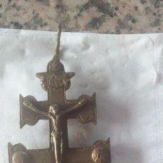 Antigüedades: ANTIGUA CRUZ DE CARAVACA EN BRONCE.. Lote 53384461