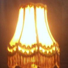 Antigüedades: LAMPARA DE LATON, BRONCE CON PANTALLA ESTILO ROMANTICO. Lote 53395668