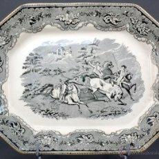 Antigüedades: BANDEJA OCHAVADA LOZA CARTAGENA FÁBRICA LA AMISTAD SERIE CINEGETICA DEL LANCEO DEL TORO SIGLO XIX. Lote 53433805