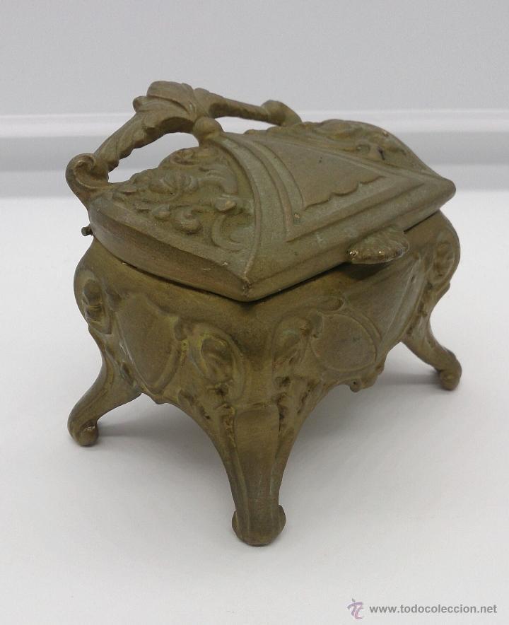 Antigüedades: Joyero antiguo de patas altas estilo rococó en metal con patina de bronce ormolu . - Foto 8 - 53439789