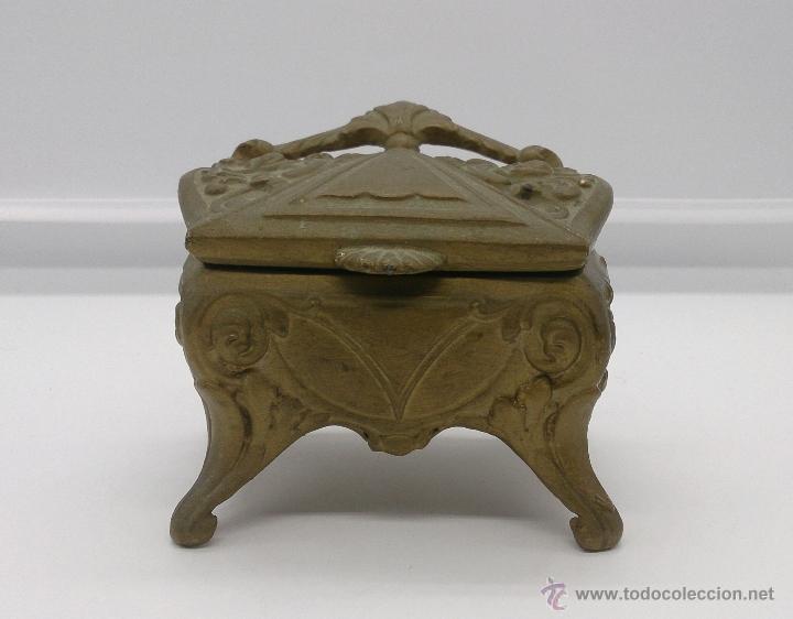 Antigüedades: Joyero antiguo de patas altas estilo rococó en metal con patina de bronce ormolu . - Foto 9 - 53439789
