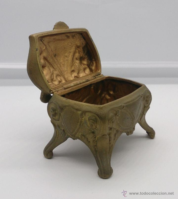 Antigüedades: Joyero antiguo de patas altas estilo rococó en metal con patina de bronce ormolu . - Foto 10 - 53439789