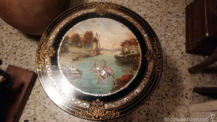 Antigüedades: Mesa velador con nácar y decorada - Foto 7 - 53467017